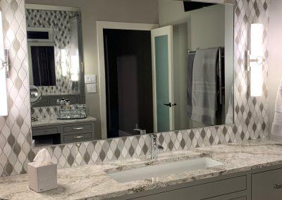 Restroom mirror-1280